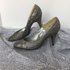 SPECIAL OCCASION SAUGUS SHOES Sz 5 GOLD SILVER